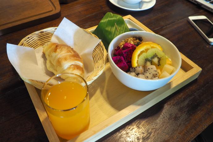 Desayuno en cafetería de Chiang Mai