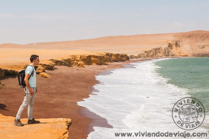 Playa roja en la Reserva Nacional de Paracas, internet en Perú