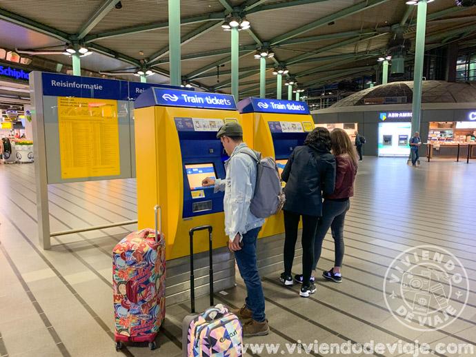 Máquina de tickets en el aeropuerto de Ámsterdam