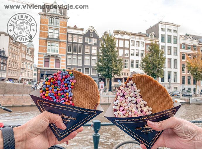 Probar los stroopwafels en Ámsterdam
