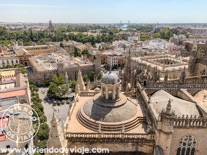 Vistas desde lo alto de la Giralda, uno de los lugares imprescindibles que ver en Sevilla