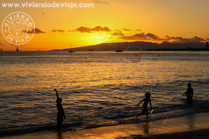 Atardecer en las playas de Honolulu