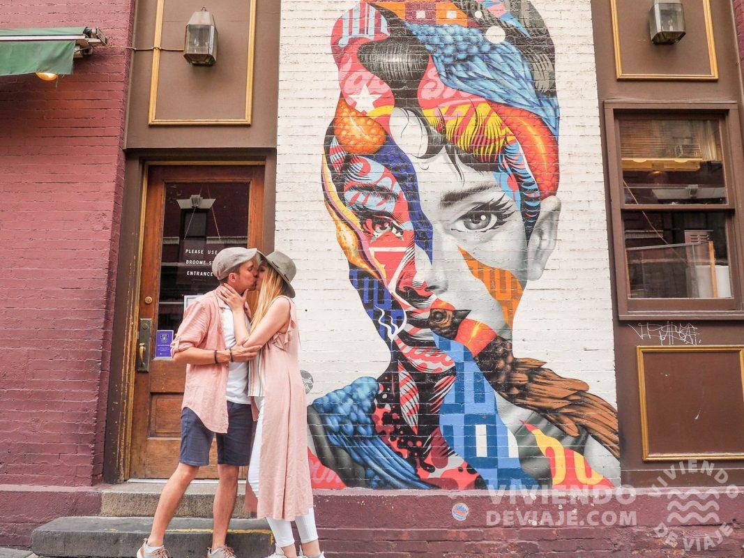 Mural de Audrey Hepburn del Cafe Roma