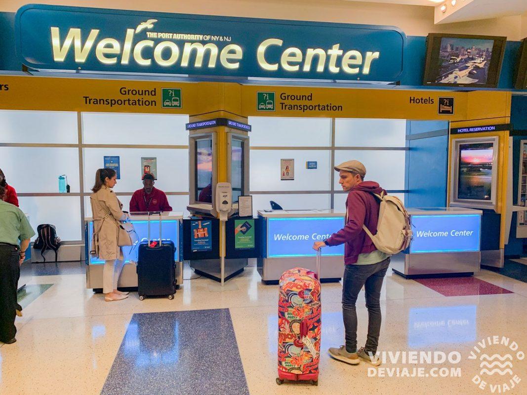 """Mostrador """"Welcome Center en el aeropuerto"""