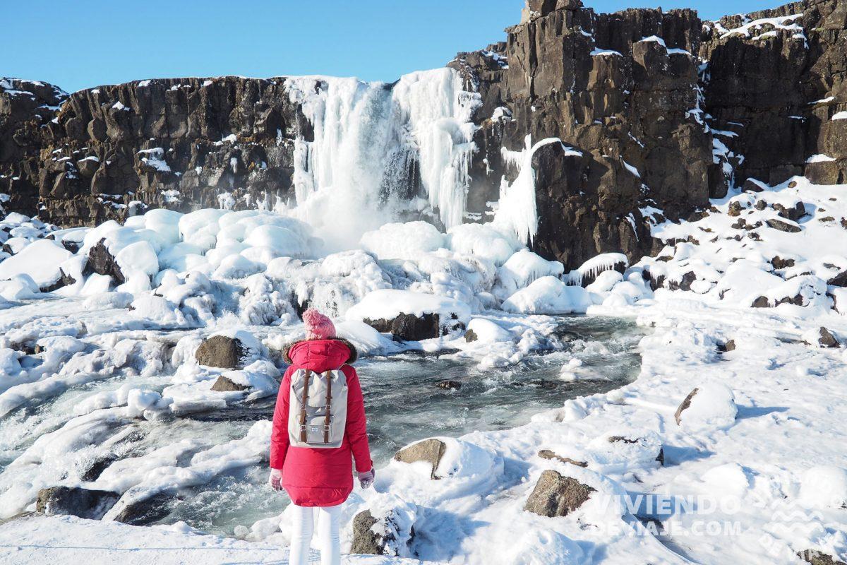 Cascadas nevadas en Islandia