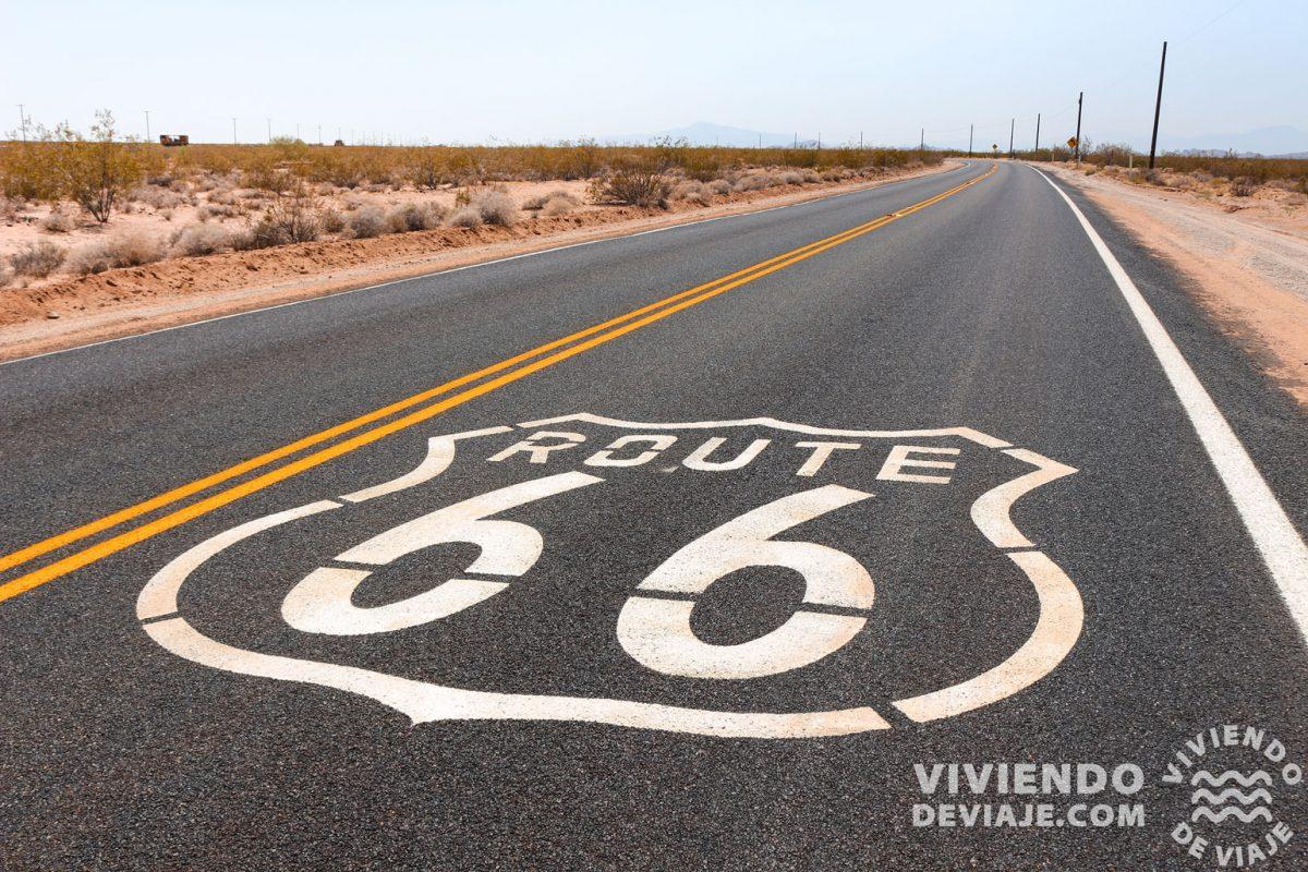 Señales de la Ruta 66 en la carretera