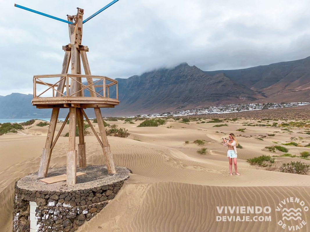 Playa de Famara, uno de los paisajes más bonitos en nuestra ruta por Lanzarote